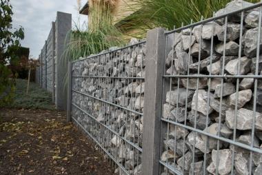 Steenkorven met arduinen palen, Hoogte 200cm - LM Hekwerk bvba