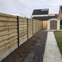 Houten tuinschermen met stalen paal en U-profiel - LM Hekwerk bvba