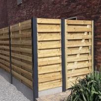 Houten tuinschermen met stalen palen en U-profielen en poort - LM Hekwerk