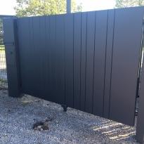 Aluminium draaipoort  met verticale planchetten gemixt - Lm Hekwerk bvba