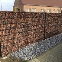 Steenkorven met stalen palen en lava stenen - LM hekwerk bvba