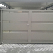 Aluminium draaipoort type COOL FRONT PLANCHETTEN / PERFO PLAAT (RAL 7022)