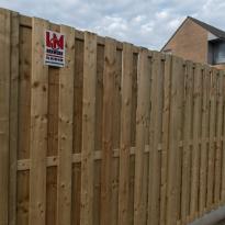 Houten tuinschermen verticaal recht, Hoogte 180cm incl. betonplaat - LM Hekwerk bvba