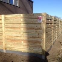 Houten tuinschermen horizontaal recht, Hoogte 180cm incl. kunststof plaat stalen paal houtbekleed - LM Hekwerk bvba