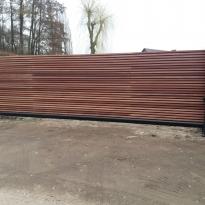 Aluminium schuifpoort met paddoek houtbekleding RAL 7016 - Lm Hekwerk bvba